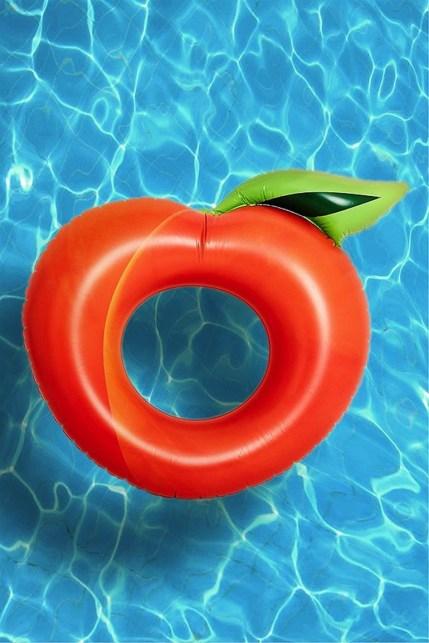 Best Pool float // Hëllø Blogzine blog deco & lifestyle www.hello-hello.fr