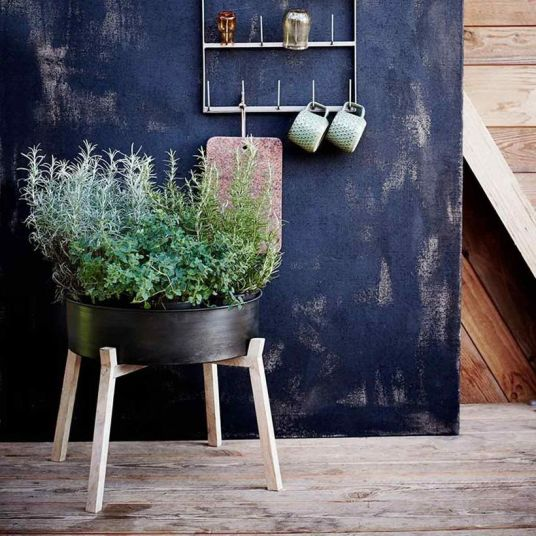 Un joli piédestal pour plantes // Hellø Blogzine blog deco & lifestyle www.hello-hello.fr