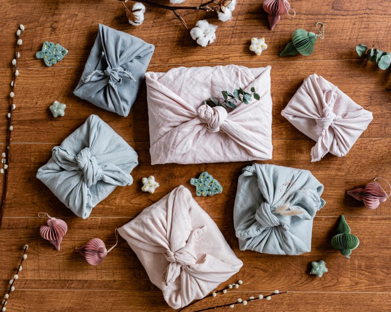 DIY Furoshiki, l'emballage cadeau zéro déchet // Hëllø Blogzine blog deco & lifestyle www.hello-hello.fr