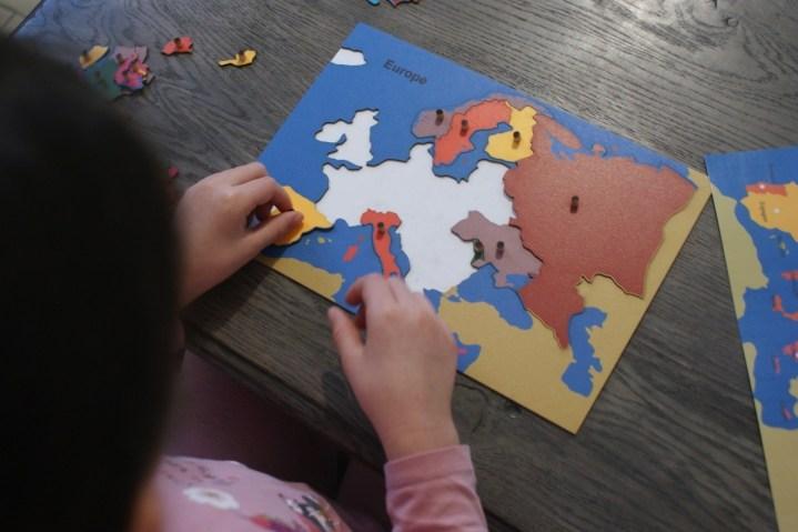 Matériel et jeux éducatifs Montessori Waldorf pour faire apprendre à la maison // Hellø Blogzine Blog déco Lifestyle - www.hello-hello.fr