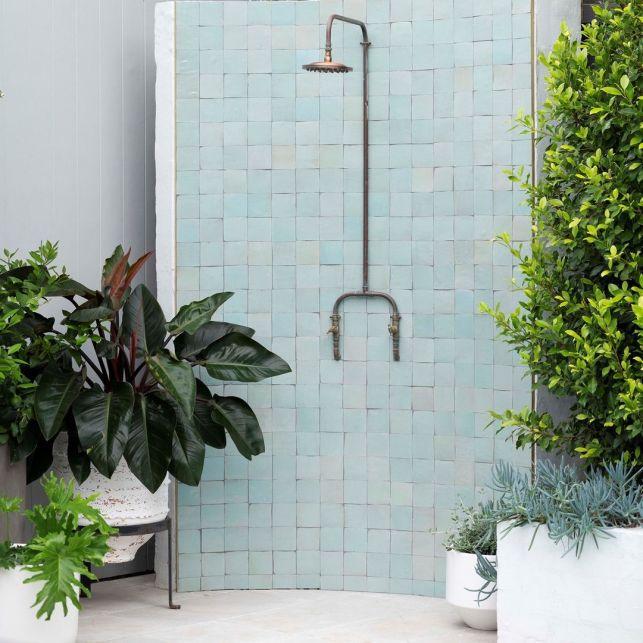 Ce que vous devez savoir avant d'installer une douche extérieure // Hellø Blogzine blog deco & lifestyle www.hello-hello.fr