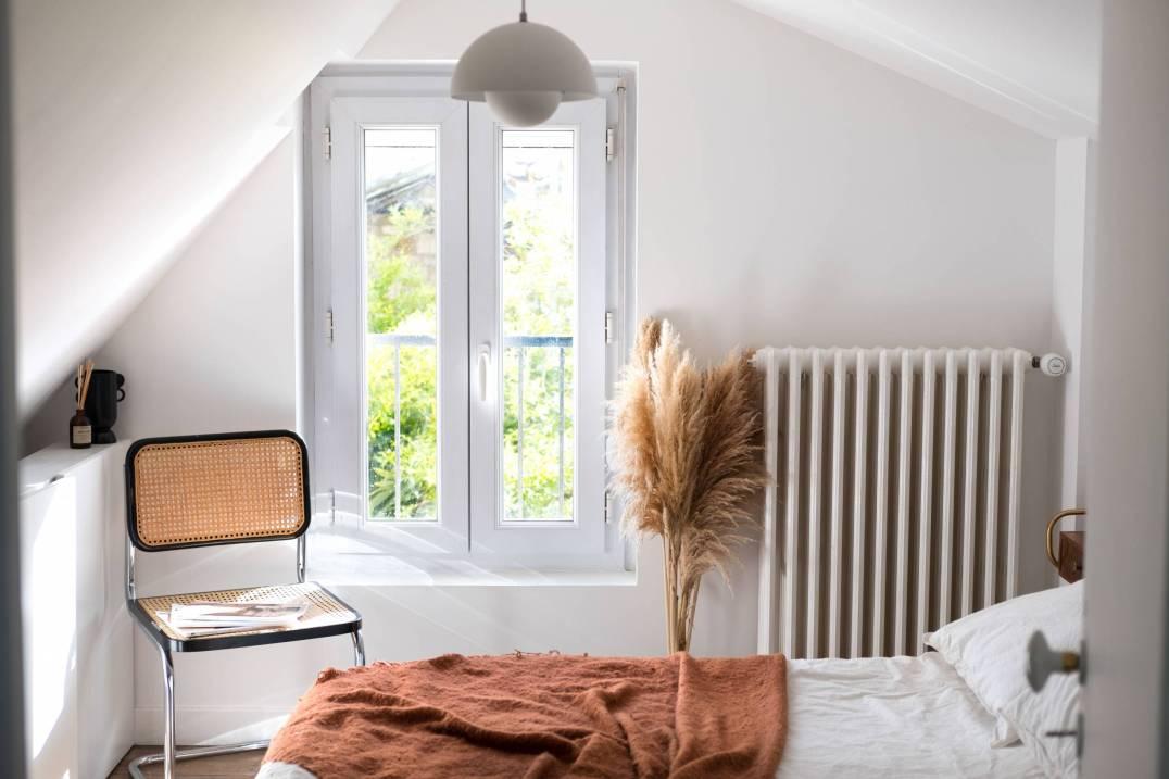 https://hello-hello.fr/wp-content/uploads/2021/06/visite-privee-maison-annees-40-scandinave-vintage-rennes-maaaargz-26-scaled.jpg