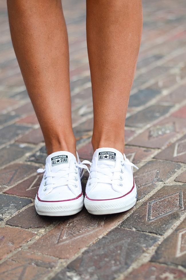 Whiteshirt_jeanshorts_converse-3