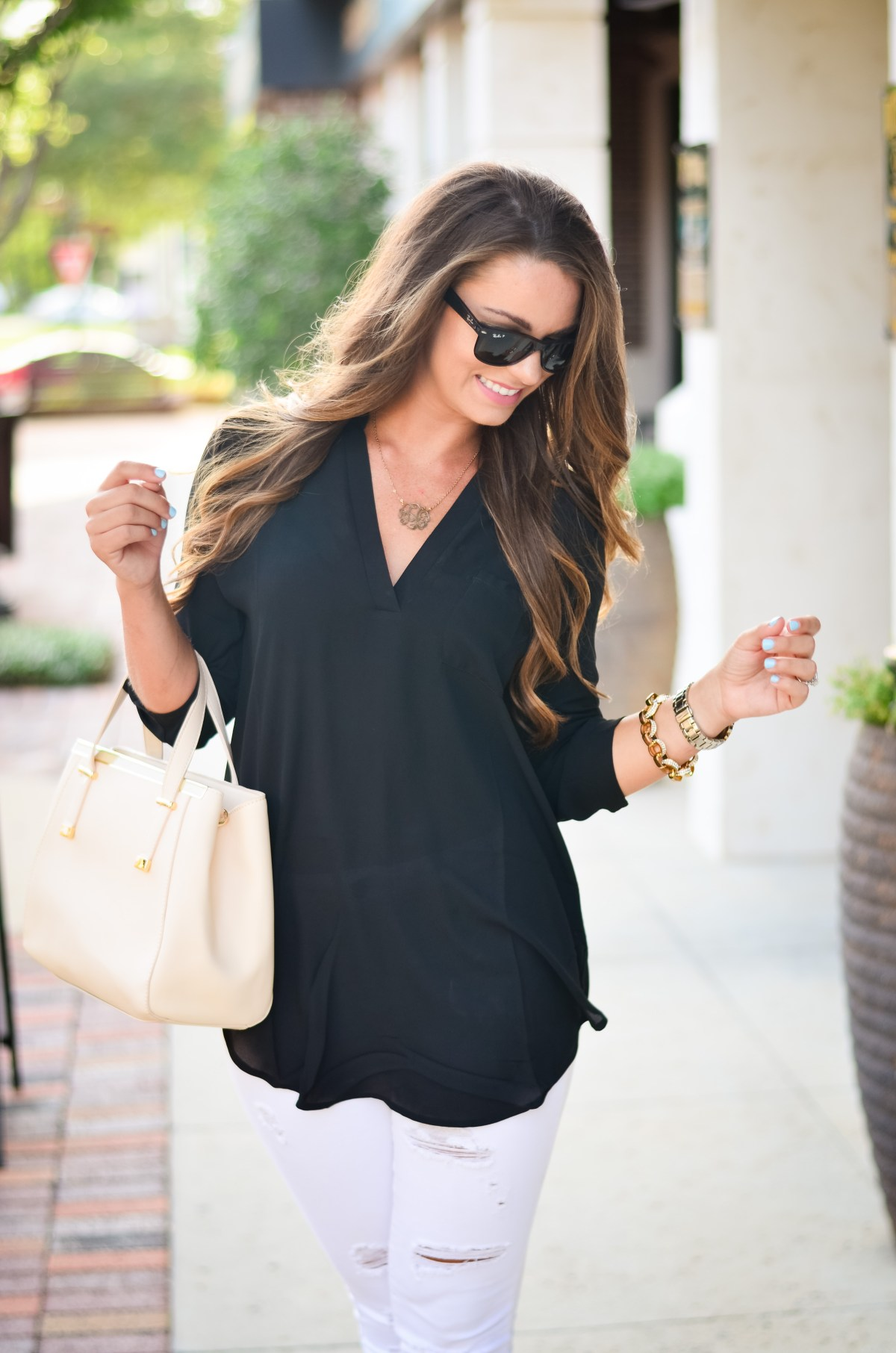 black tunic white jeans Aubrey Alley -18