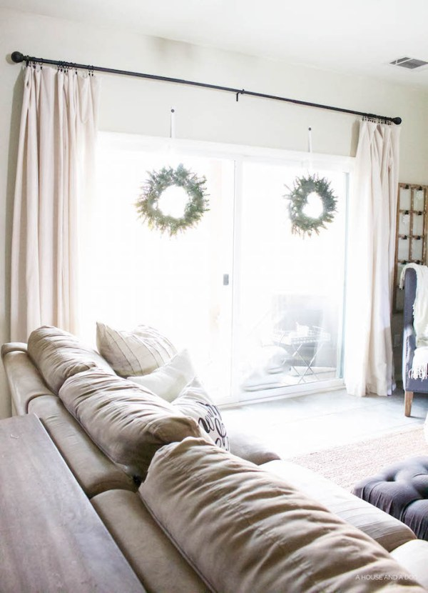 Modern Farmhouse Christmas - Living Room | helloallisonblog.com