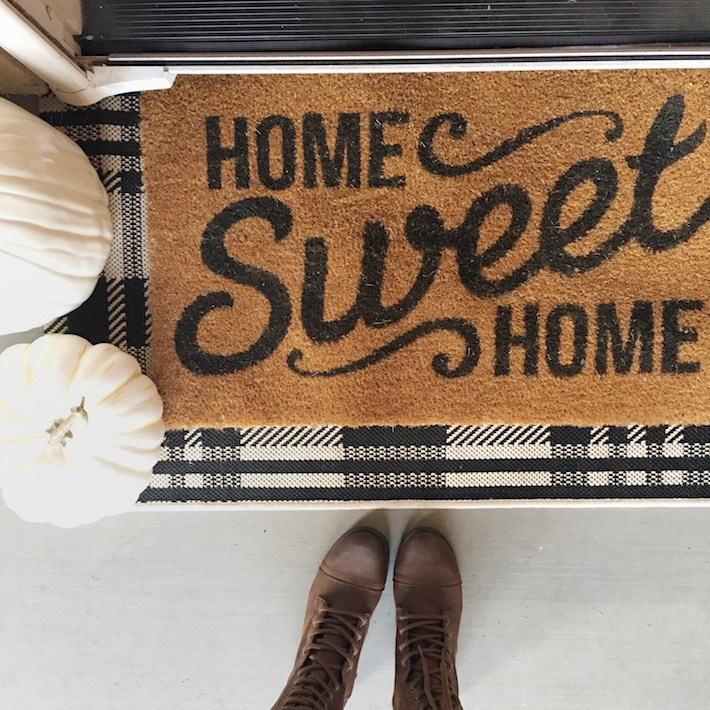 Fall Porch + Favorite Fall Doormats | helloallisonblog.com