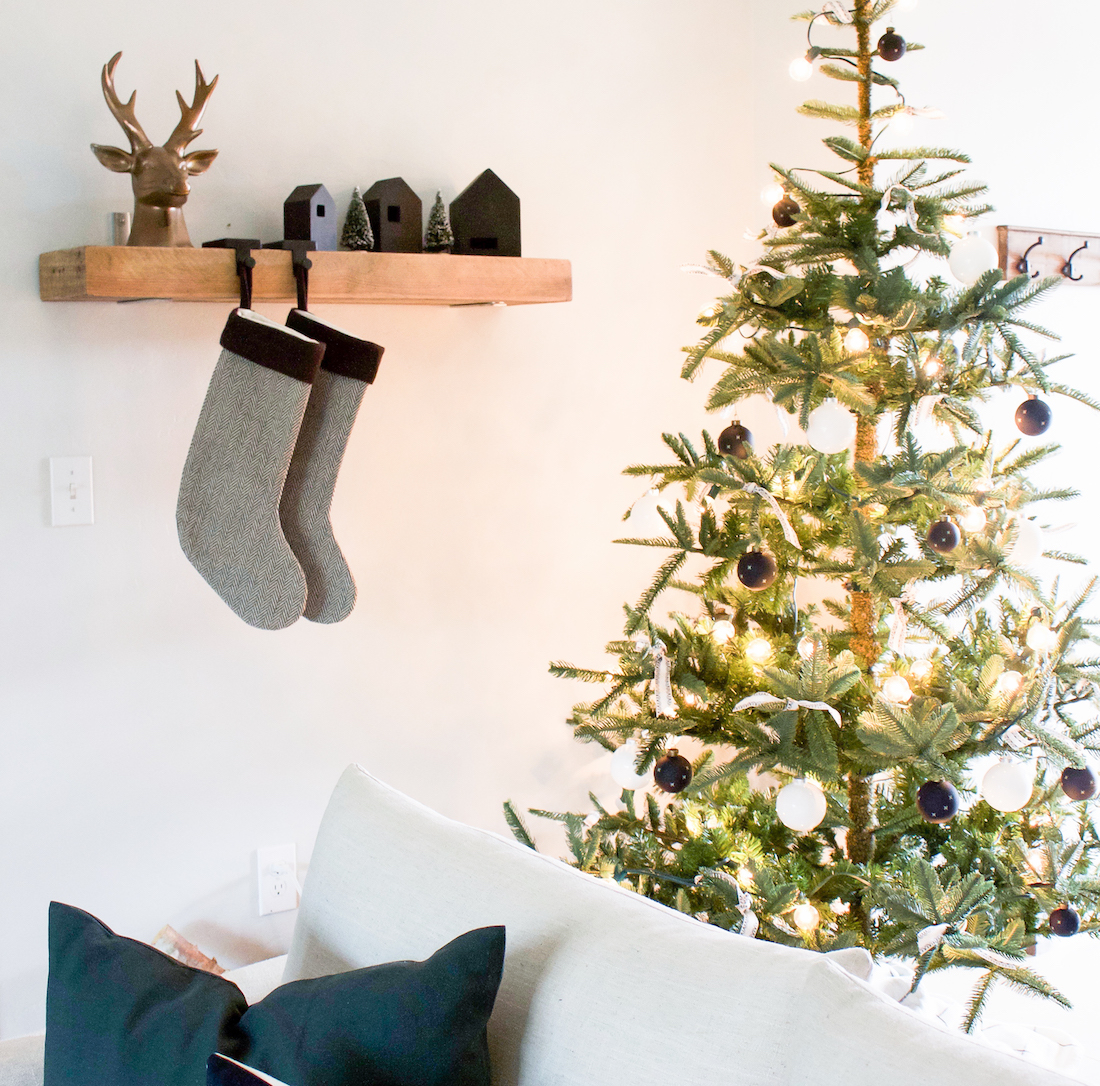 A Very Simple Christmas | Black and White Christmas Decor | helloallisonblog.com