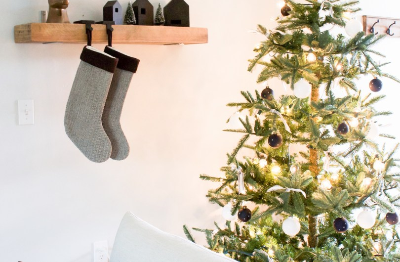 A Very Simple Christmas | Black and White Christmas Decor | helloallisonblog.com