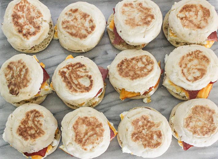Make your own frozen breakfast sandwiches! | helloallisonblog.com