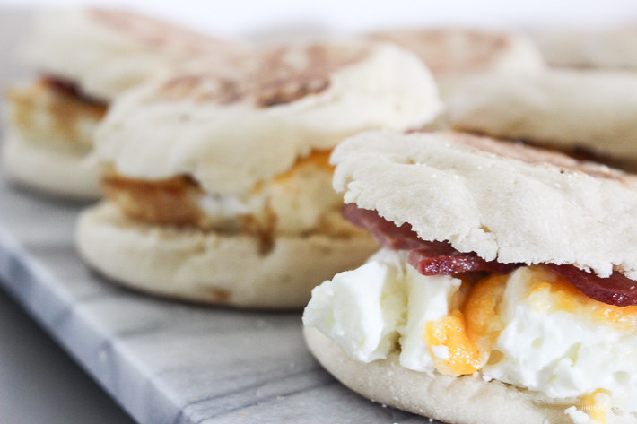 Save money and make your own breakfast sandwiches! Freeze and take on the go! | helloallisonblog.com