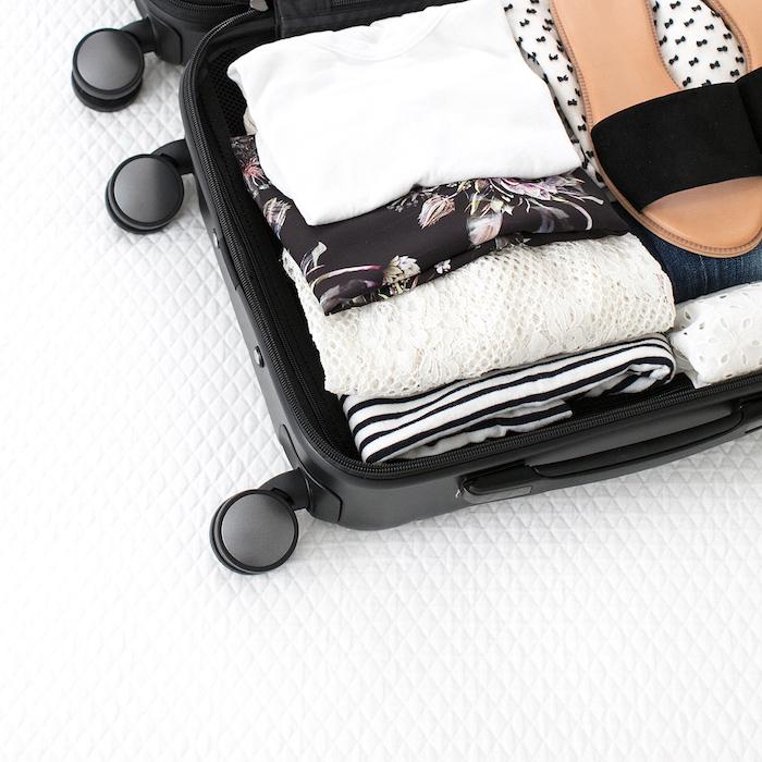 15 Tips for Travel + FREE packing checklist! | helloallisonblog.com
