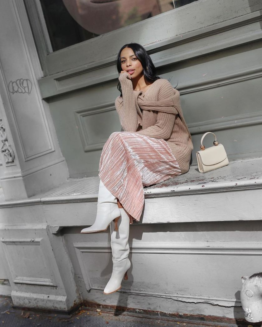classy stylish woman wearing fall outfit for work business casual idea