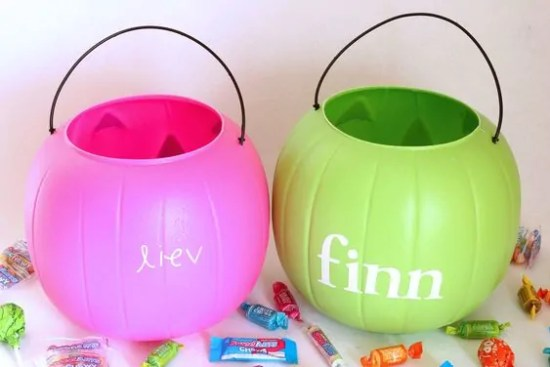 DIY Easy Monogramed Pumpkin Pails for Halloween