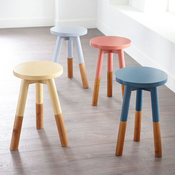 Get the look of the Serena & Lily dip-dyed wooden stool for a fraction of the cost!  You can have the same classic modern coastal feeling as Serena & Lily without paying as much as long as you are willing to put in some time to DIY a project!