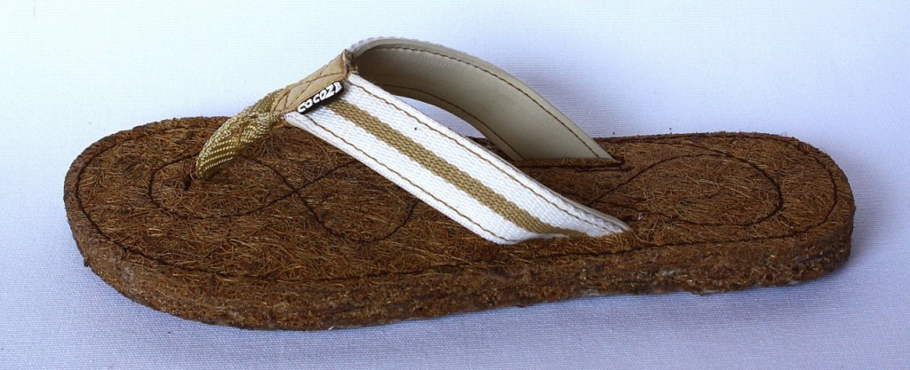Cocoze Coconut Fiber Flip Flops in Women's Latte