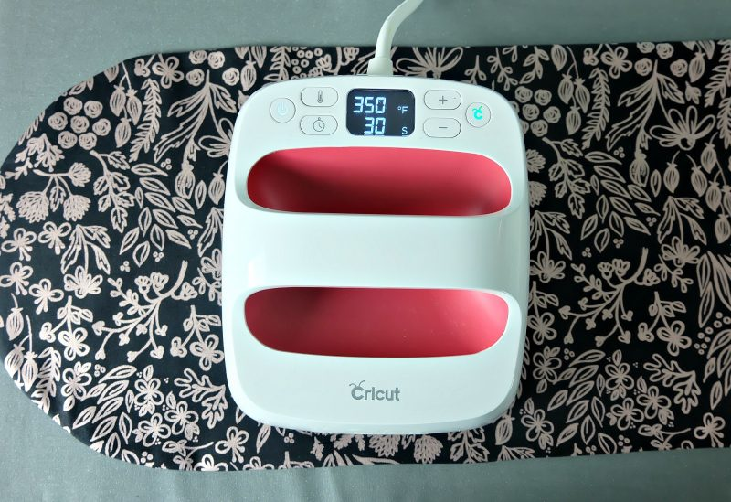 The Cricut EasyPress makes a great alternative to your traditional iron because of the even heat across the heating plate. #Sewing