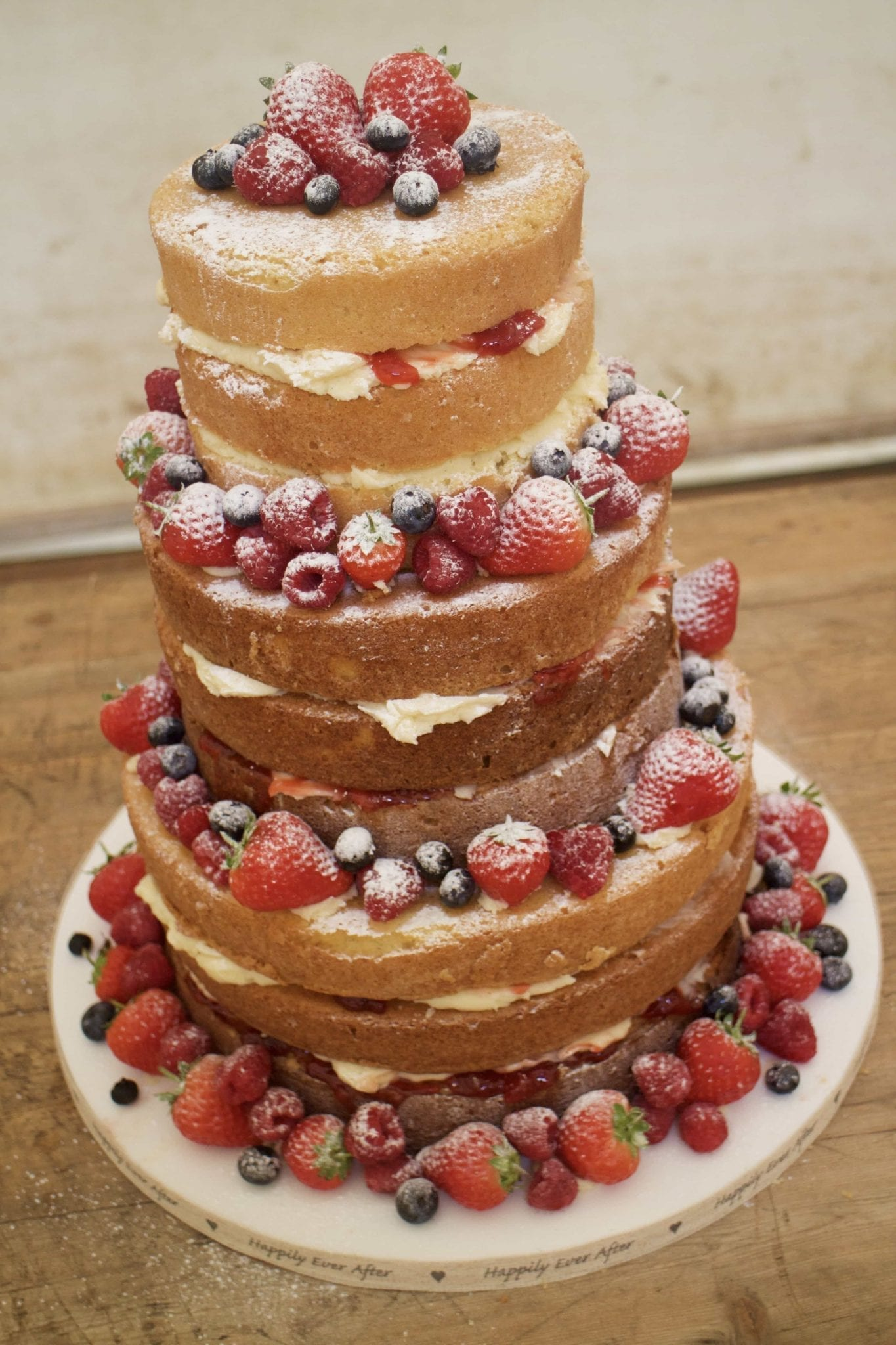 How to Set Up A Naked Wedding Cake