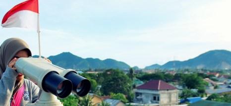 Bisa melihat pemandangan kota Aceh dari atas kapal.