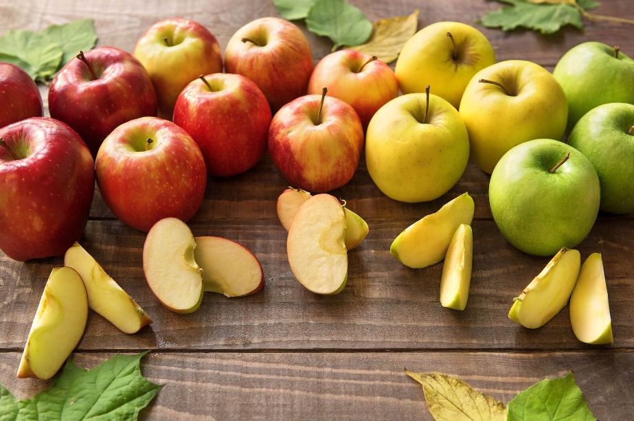foods that are good for your teeth-apples-HelloFresh
