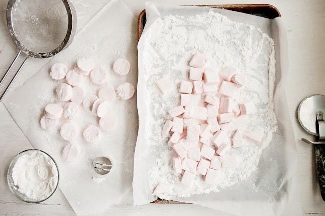 Homemade Peppermint Marshmallows | HelloGlow.co