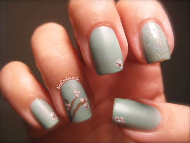 Sakura cherry blossom nails by Nail Smiles | 13 Flower Nail Tutorials
