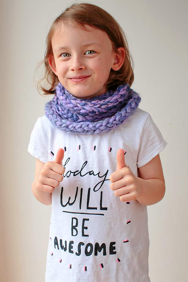 DIY: Finger Knit Scarf | Stephanie Stanesby for HelloGlow.co