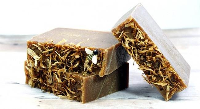 Green tea & turmeric soap | 11 Turmeric Beauty Recipes