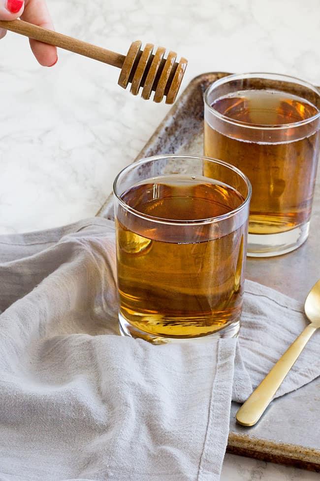 Natural Sore Throat Remedies - Apple Cider Vinegar and Raw Honey
