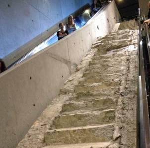 Diese Treppe stammt aus dem World Trade Center.