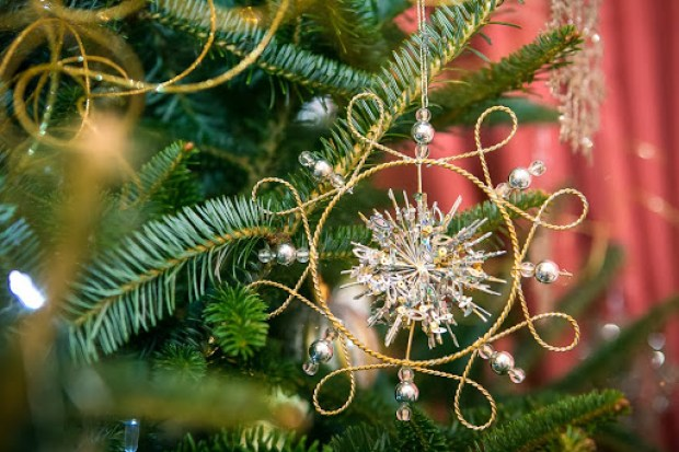 Christmas ornament roomsrevamped.com