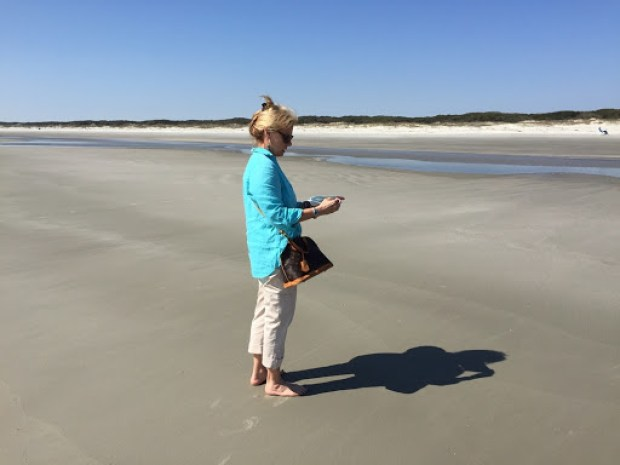 Robin is reading the map on the beach. Not a human in site to give her directions....