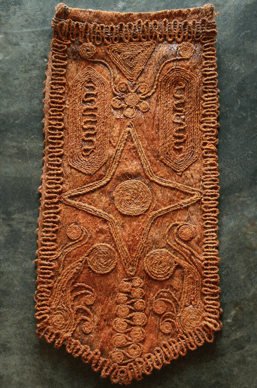 The motifs of wood fibers are glued and arranged artistically