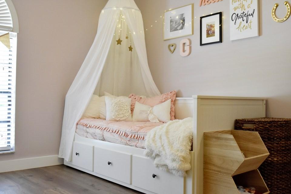 modern chic toddler girl horse inspired room // Beddy's bedding