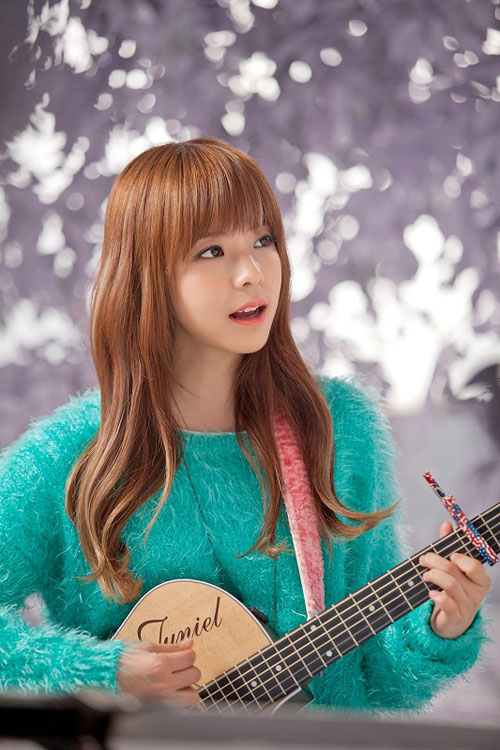 Juniel performs 'Bad Person' live on Music Bank
