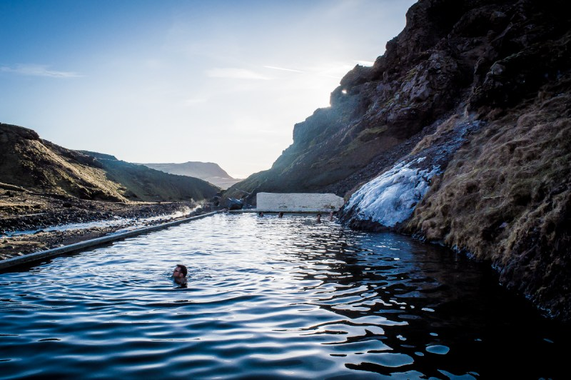 se baigner dans la source de seljavallalaug