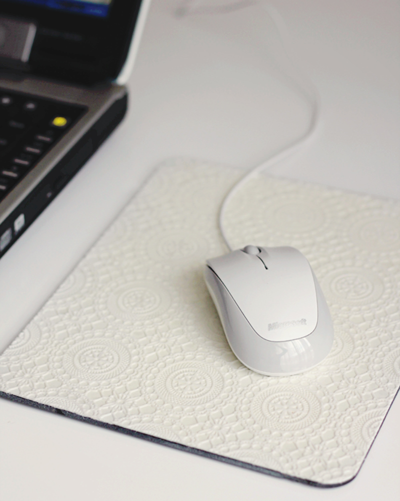 diy-doily-mousepad