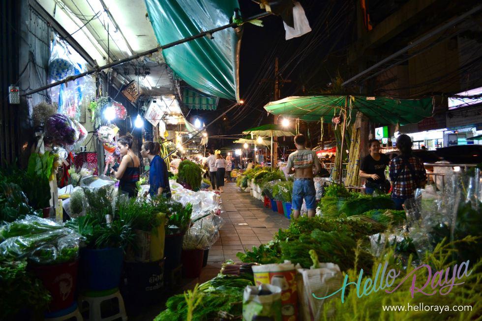 Night Flower Market | Where to eat in Bangkok, Thailand - Midnight Food Tour | Hello Raya Blog