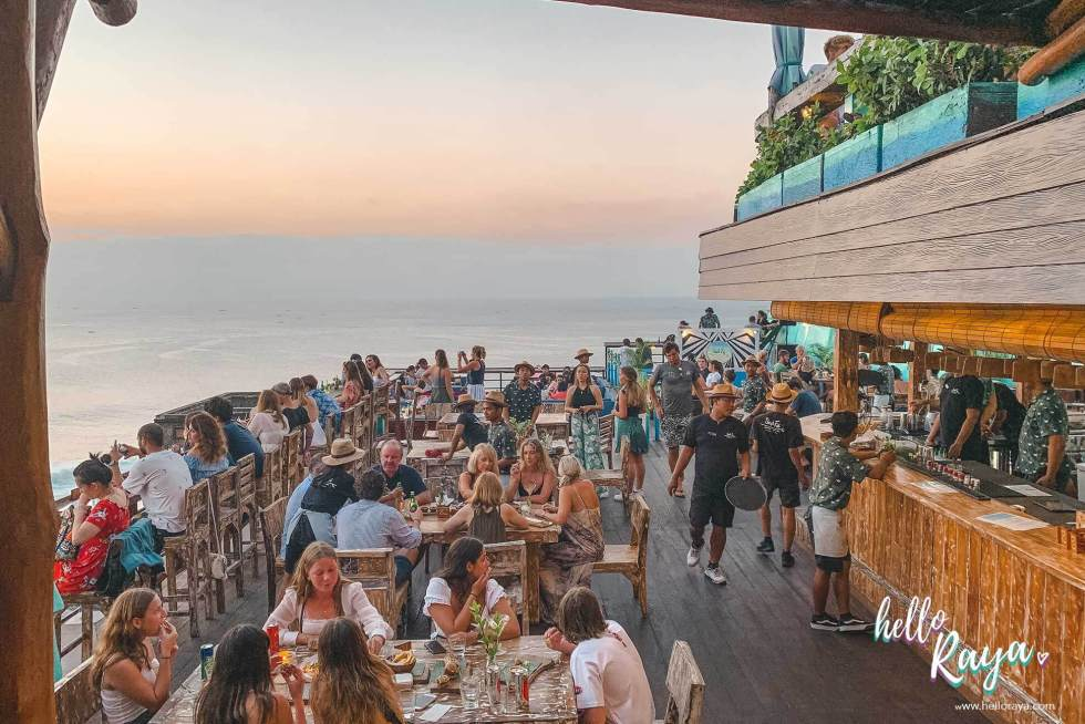 Cafes in Uluwatu Bali - Single Fin | Hello Raya Blog