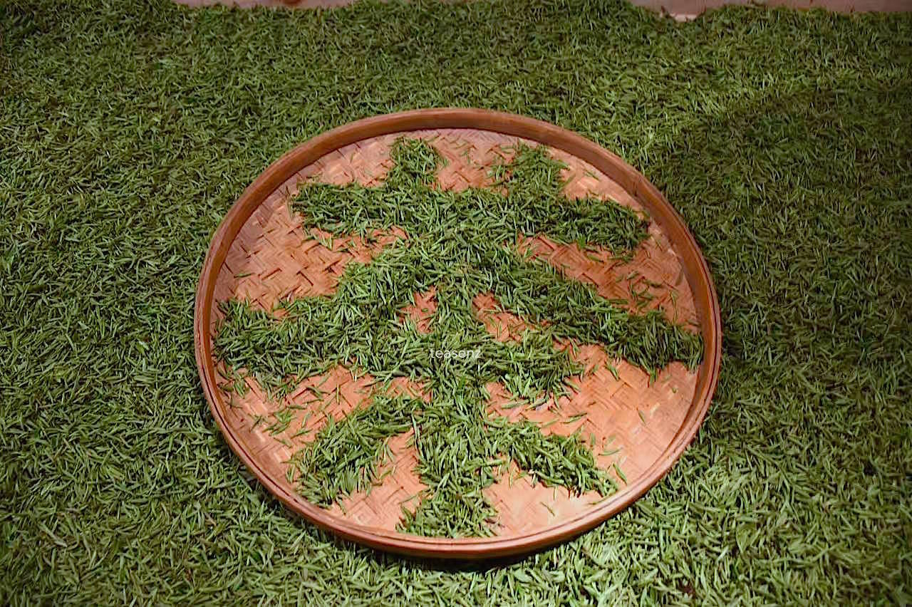 chinese character tea in chinese using leaves