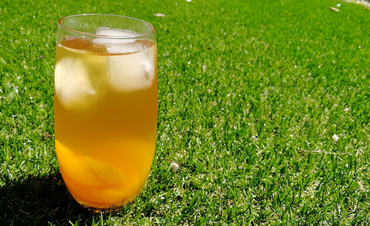 DIY Iced Peach Jasmine Green Tea Recipe for This Summer!
