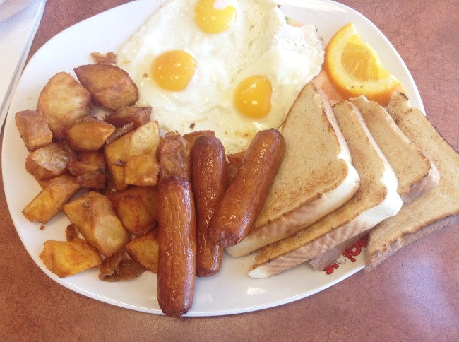 """Panagio's - """"Usual Suspects"""" - 3 Eggs, 3 Sausages, Fruits, Homefries and Toast - HELLOTERI"""