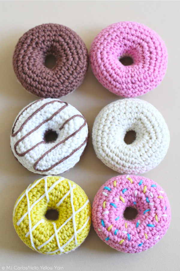 Making Crochet Amigurumi French Macarons. Toy For Babies Or ... | 900x600