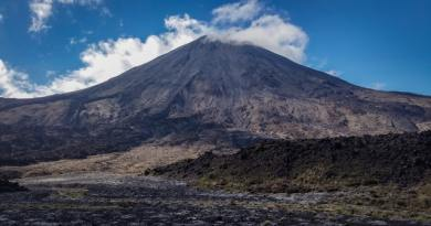 mitos gunung