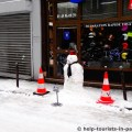 Schneemann in Paris im Winter