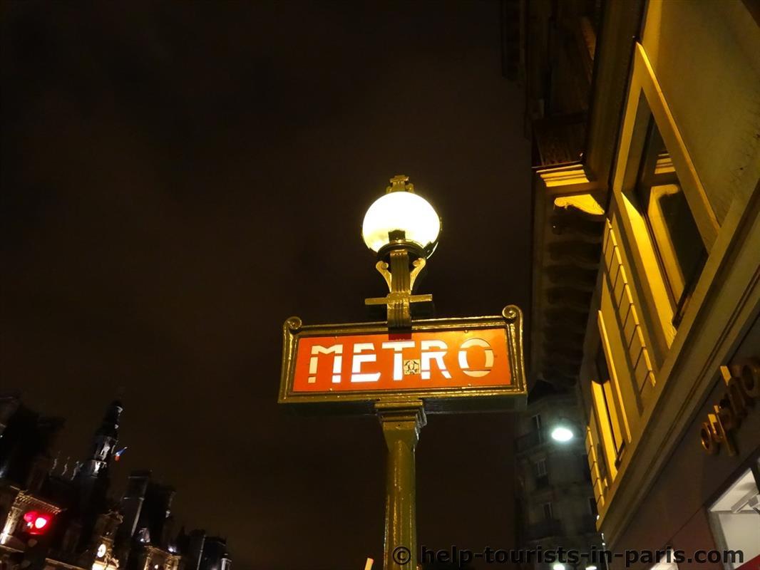 Metro nachts in Paris