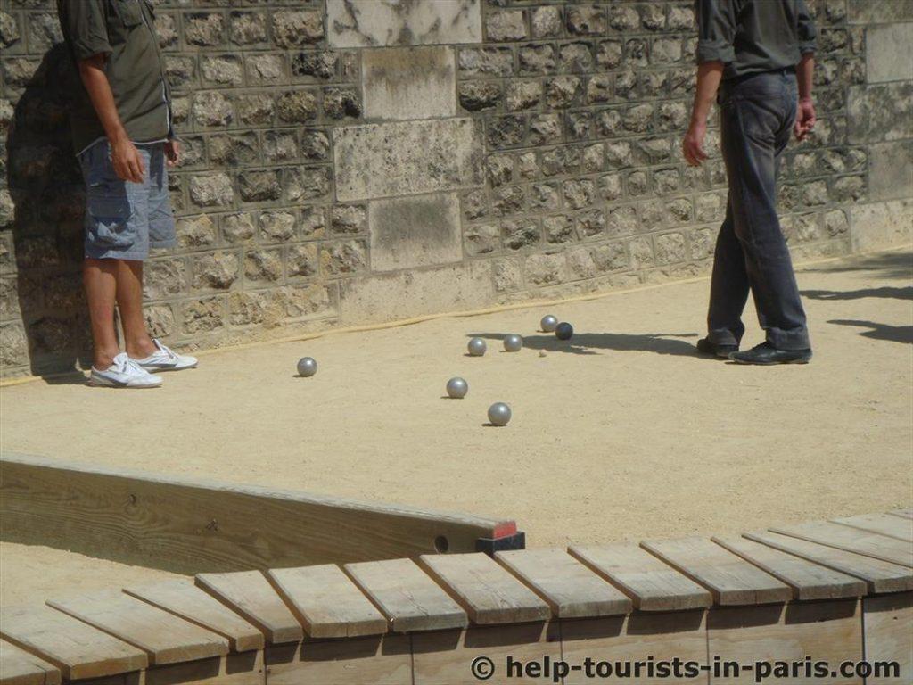 Boule und Pétanque spielen in Paris