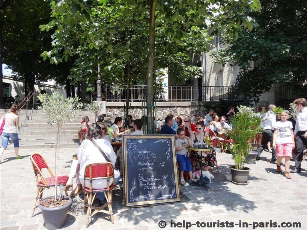 Relais de la Butte in Montmartre im Sommer