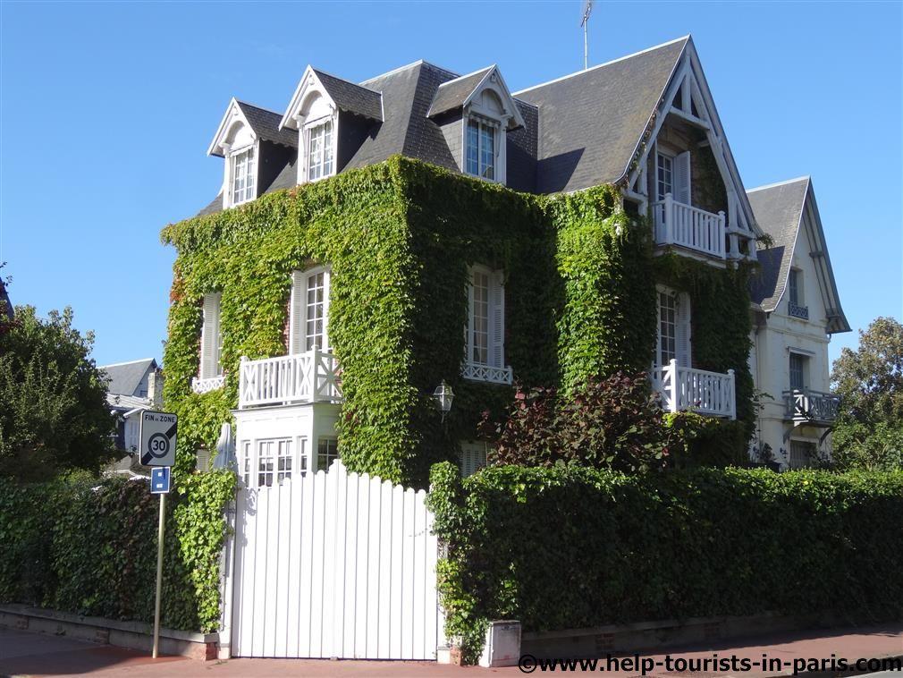 Häuserfassaden in Deauville