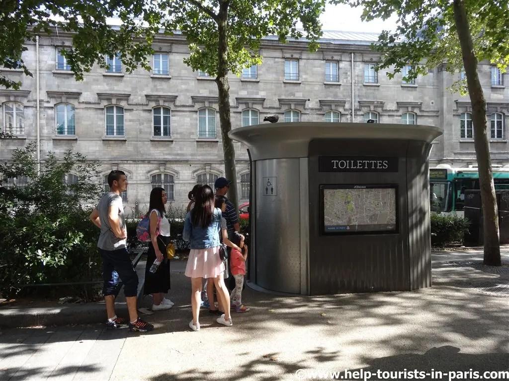 Öffentliche Toilette in Paris