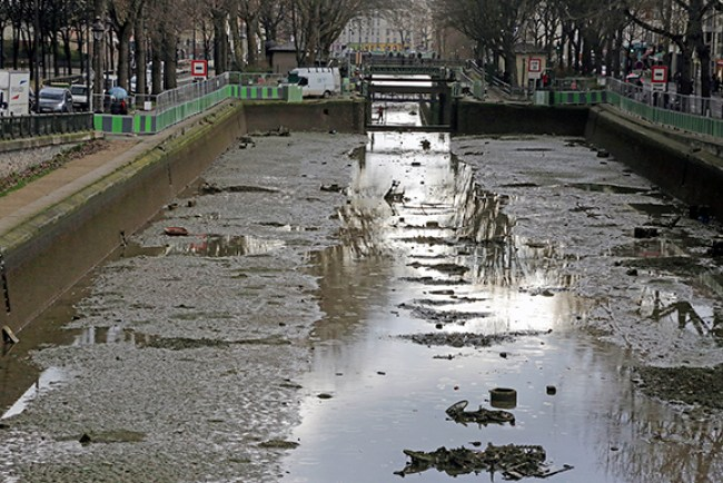 Leerer Canal Saint-Martin in Paris